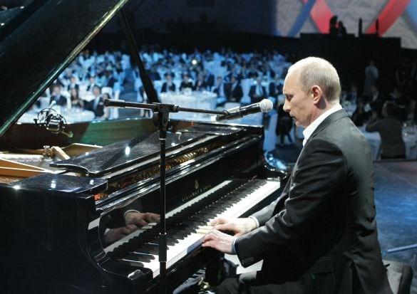putin chơi piano
